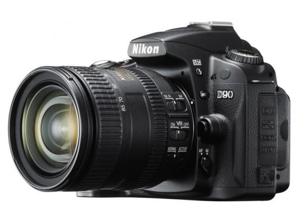 Nikon D90 digitalni SLR fotoaparat kit (18-105VR)